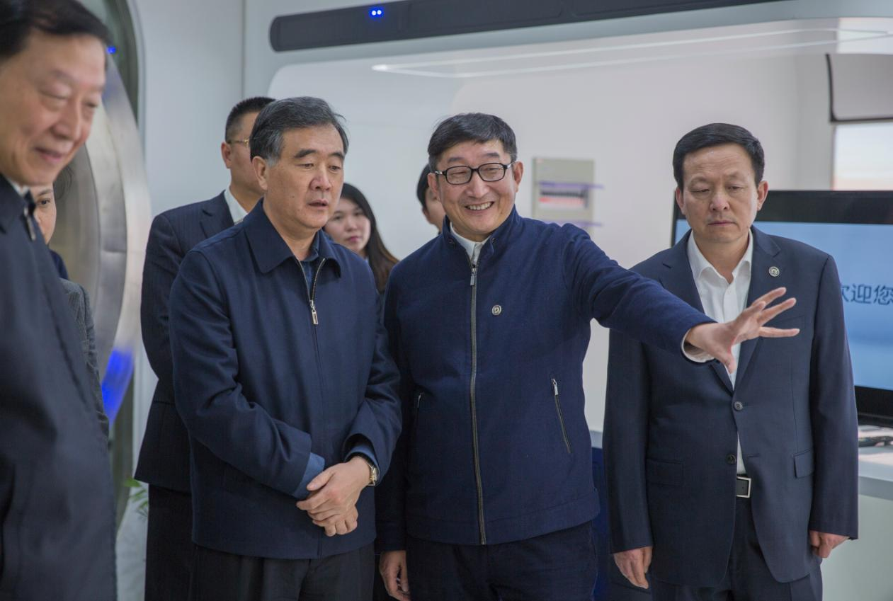 钱东奇和副总理汪洋