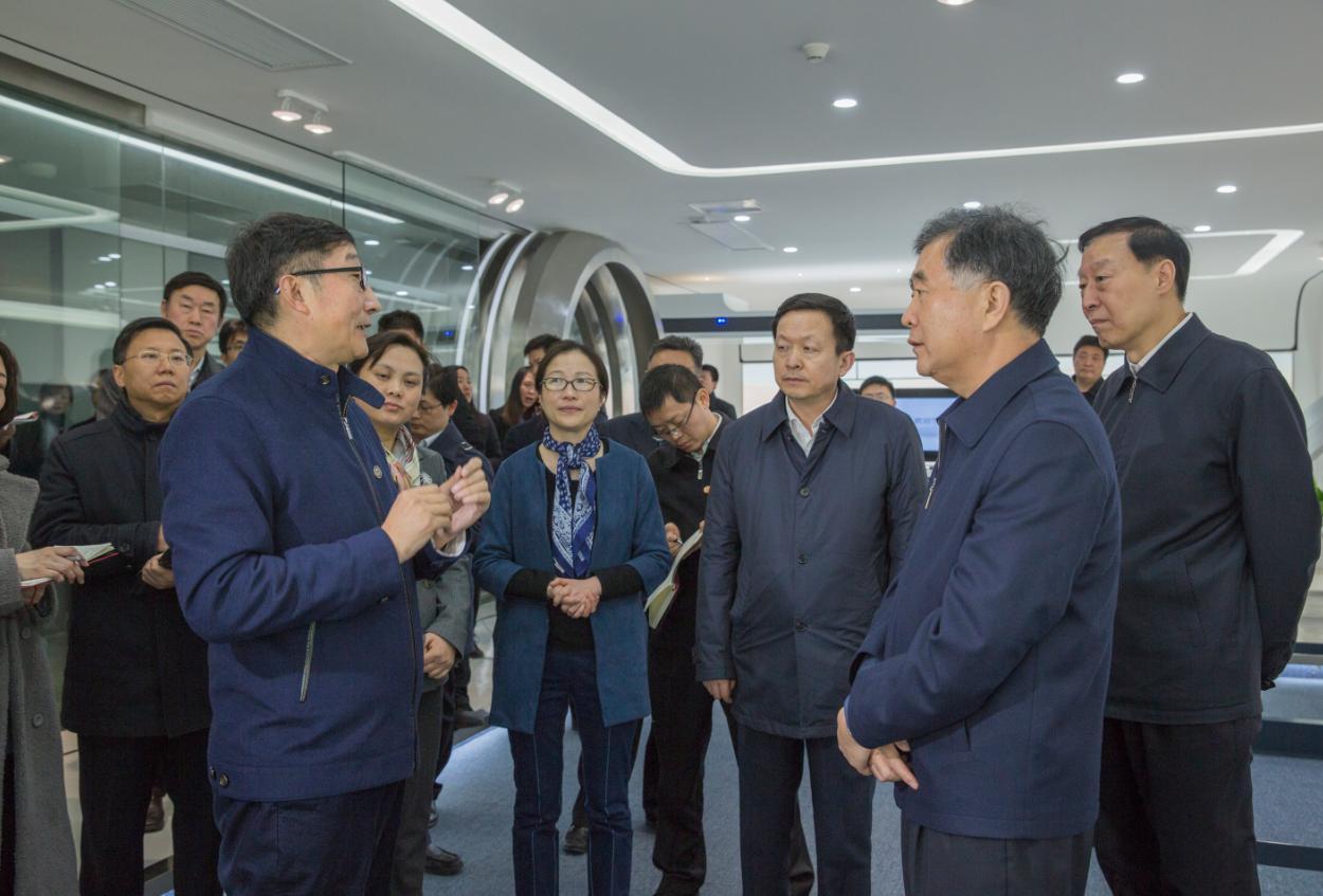 中共中央政治局委员、国务院副总理汪洋来到科沃斯机器人
