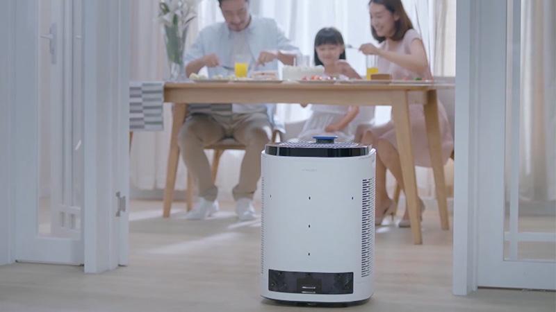 空气净化器机器人——沁宝AA30。